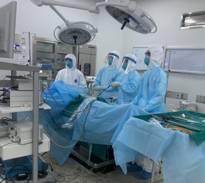 Cấp cứu thành công bệnh nhân 16 tuổi bị viêm ruột thừa cấp khi đang cách ly