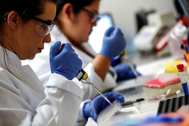 8 tháng nữa thế giới mới có vắc xin chống Covid-19