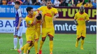 Cầu thủ Nam Định chung sức cùng đội bóng quê hương vượt qua khó khăn