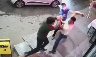 Thanh niên đấm tím mắt nhân viên bệnh viện vì bị nhắc đeo khẩu trang