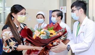 Sau 22 ngày điều trị, Tiên Nguyễn ra viện và tặng hoa các y, bác sĩ