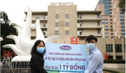 Vinamilk tăng cường hỗ trợ dinh dưỡng cho y bác sĩ, bệnh nhân tại BV Bạch Mai