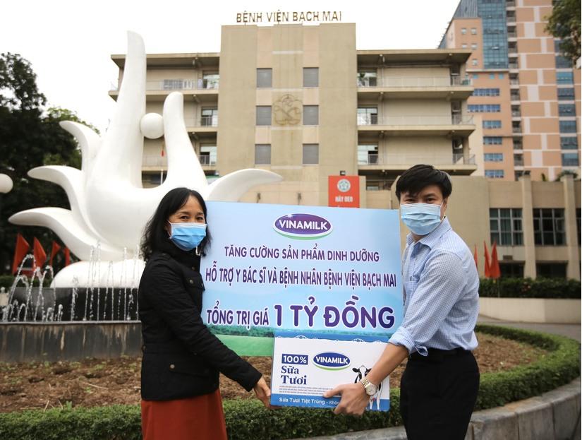 Vinamilk tăng cường hỗ trợ dinh dưỡng cho y bác sĩ, bệnh nhân tại Bệnh viện Bạch Mai