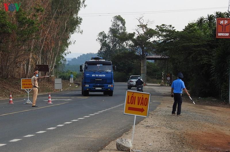 Truy bắt đối tượng cướp ô tô, đánh cảnh sát để chạy trốn chốt phòng dịch