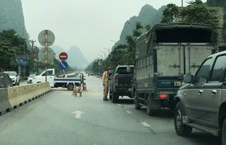 Chủ doanh nghiệp vận tải bức xúc vì ô tô ngoại tỉnh không được vào Quảng Ninh