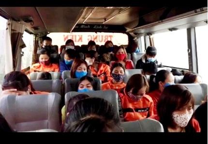 Xe khách 34 chỗ 'nhồi' 46 người giữa mùa dịch bệnh Covid-19