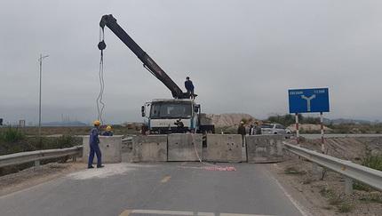 Quảng Ninh đổ đất ngăn đường: 'Ai cho phép họ ngăn sông cấm chợ?'