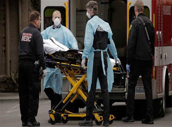 Số ca nhiễm Covid-19 đứng đầu thế giới, Mỹ tăng cường sản xuất máy thở