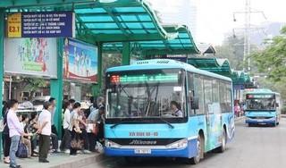 100 xe buýt được Hà Nội huy động đưa người hết cách ly về địa phương