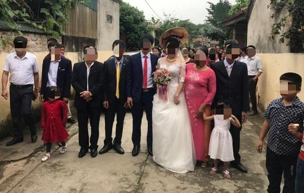 Đình chỉ chủ tịch xã vì để dân làm đám cưới sau lệnh cách ly xã hội