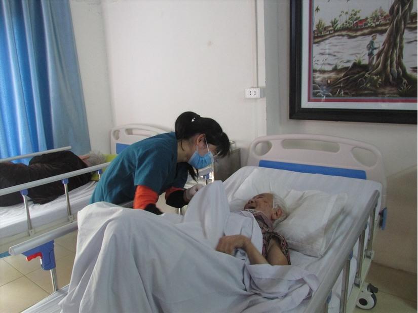 Tin tức trong ngày 4/4: Phòng tránh dịch bệnh Covid-19 ở viện dưỡng lão