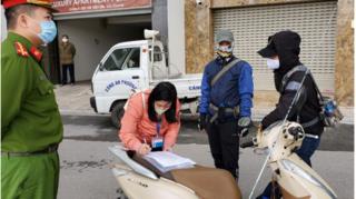 Hà Nội: Phạt 3 người vì ra đường không có lý do cần thiết