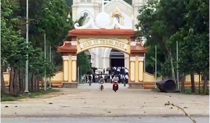 Hàng trăm người ở Hà Tĩnh vẫn tụ tập cầu nguyện tại nhà thờ