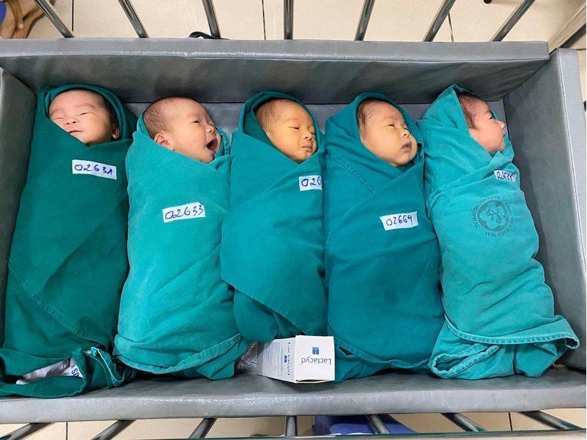 Chuyện về những em bé chào đời trong khu cách ly Bệnh viện Bạch Mai