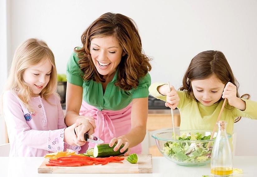 trẻ biếng ăn không tăng cân