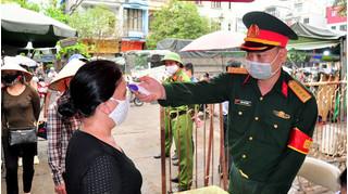 Quảng Ninh: Người đi chợ quá 2 lần trong ngày sẽ bị 'bêu tên'