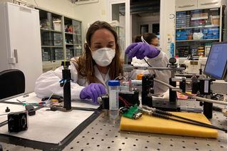 Các nhà khoa học phát triển cảm biến laser phát hiện virus corona trong vài phút