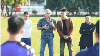 Cựu GĐKT người Uruguay nói lời cay đắng về cầu thủ Việt Nam