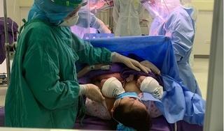 Cặp song sinh chào đời trong khu cách ly ở Quảng Ninh