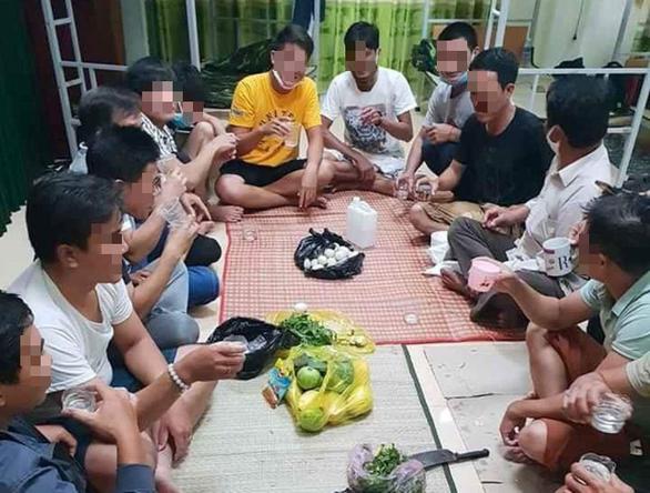 Quảng Bình: Lập 2 sòng bài để sát phạt trong khu cách ly