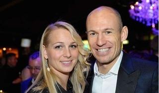 'Đôi chân pha lê' Arjen Robben bị cách ly do vợ nhiễm Covid-19