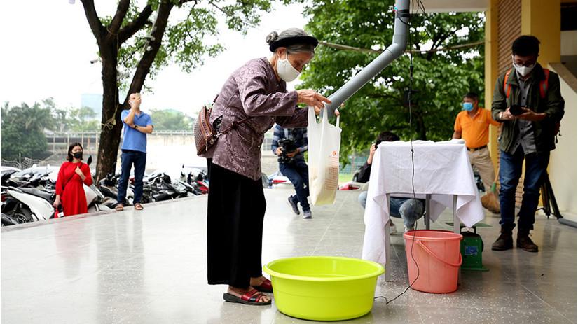 Cây 'ATM gạo' đầu tiên tại Hà Nội