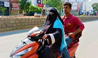 Mẹ đi xe máy 1.400 km đón con mắc kẹt vì lệnh phong tỏa