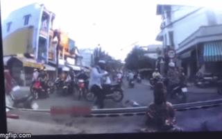 Nam shipper đánh người tử vong sau va chạm giao thông