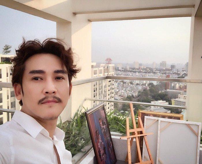 Ở nhà tránh dịch, Hứa Vĩ Văn bị fan nhắc nhở vì quên 'cạo râu'
