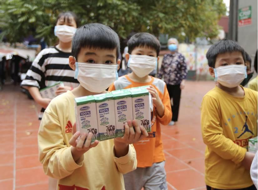 Vinamilk dành 12,5 tỷ đồng chăm sóc dinh dưỡng cho trẻ em khó khăn phòng chống Covid-19