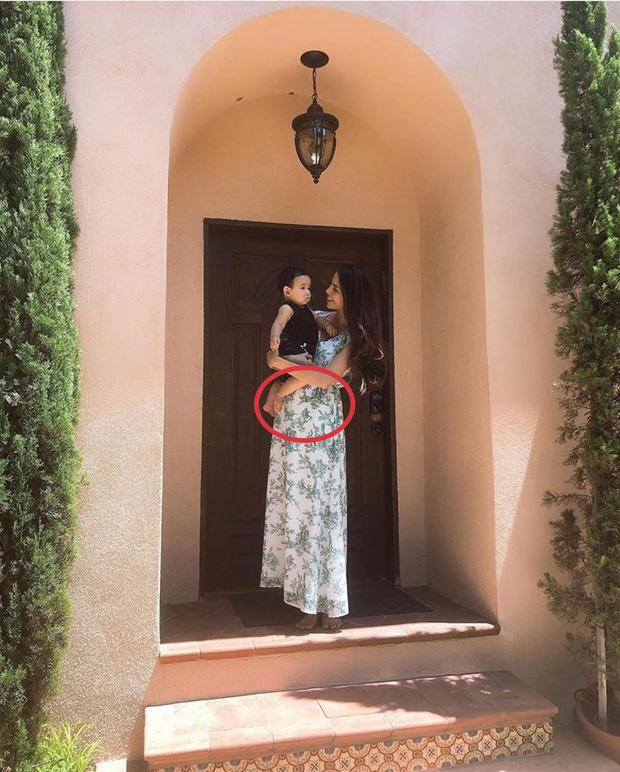 Nghi vấn Hoa hậu Phạm Hương khóa Instagram, chuẩn bị sinh con thứ 2?
