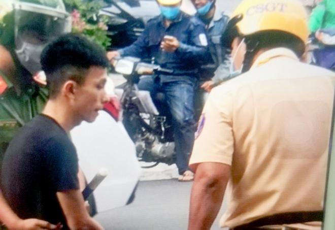 Thanh niên tông 2 chiến sĩ CSGT bị thương rồi bỏ trốn
