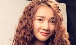 Sao Việt để tóc xoăn mì tôm: Người đẹp như búp bê, người già thêm chục tuổi