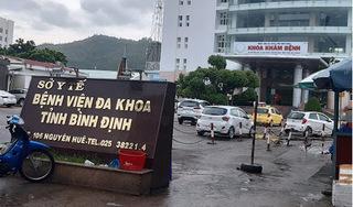 Bị cấm bán hàng rong trong khuôn viên bệnh viện, người phụ nữ chửi bới, lăng mạ công an