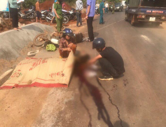 Hai xe tải tránh nhau, người đàn ông đi xe máy chết thảm
