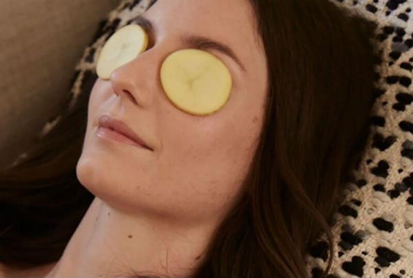 Cách khắc phục thâm quầng mắt cho chị em khi ngồi nhiều máy tính