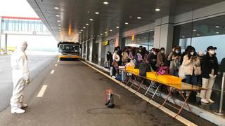 Chuyến bay đặc biệt chở 308 kỹ sư Hàn Quốc hạ cánh tại sân bay Vân Đồn