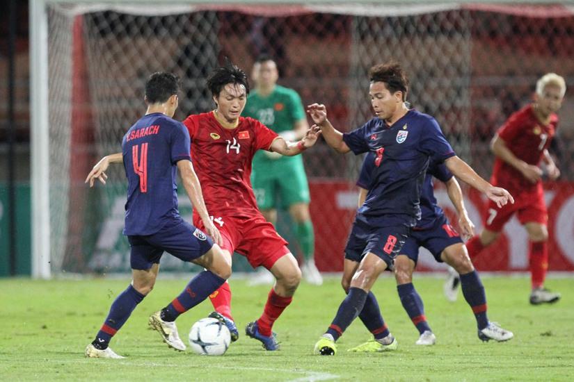Báo chí Thái Lan đánh giá cao hàng tiền vệ của đội tuyển Việt Nam