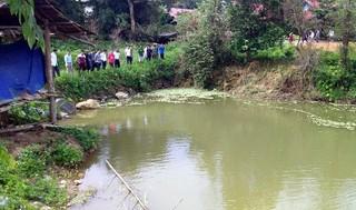 Rủ nhau tắm hồ gần nhà, 2 em nhỏ chết đuối thương tâm