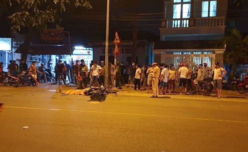 Xe máy tông thẳng cột điện bên đường, người đàn ông tử vong tại chỗ