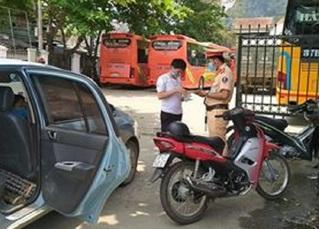 Tài xế lén chở khách từ Hà Nội về Nghệ An khai báo gian dối