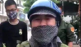 Yêu cầu chủ tịch phường xin lỗi người phụ nữ bán rau gào khóc