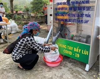 Lào Cai: 'ATM gạo' lưu động phát hơn 2 tấn cho đồng bào vùng cao