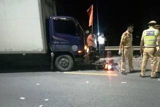 Hà Nam: Va chạm với xe tải, 3 thanh niên đi xe máy thiệt mạng