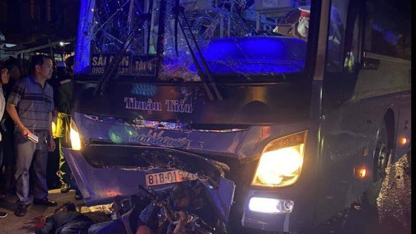 Gia Lai: Mô tô chở 3 va chạm xe đầu kéo, 2 bé gái tử vong thương tâm