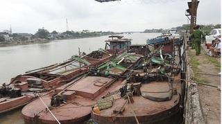 Cảnh sát Môi trường Nam Định nổ súng, vây bắt 'cát tặc' trên sông Hồng