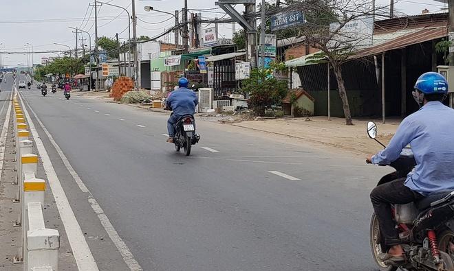 Đang đi trên đường, thanh niên bị chặn đường chém gục chết giữa đường