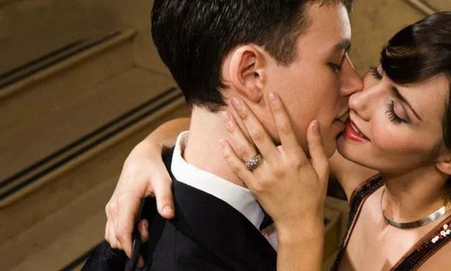Đàn ông có vợ thường mang tới cho người tình những thứ mà vợ bất ngờ