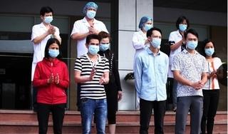 Bác sĩ BV Nhiệt đới TƯ mặc tã giấy duy trì ca trực dài mùa dịch