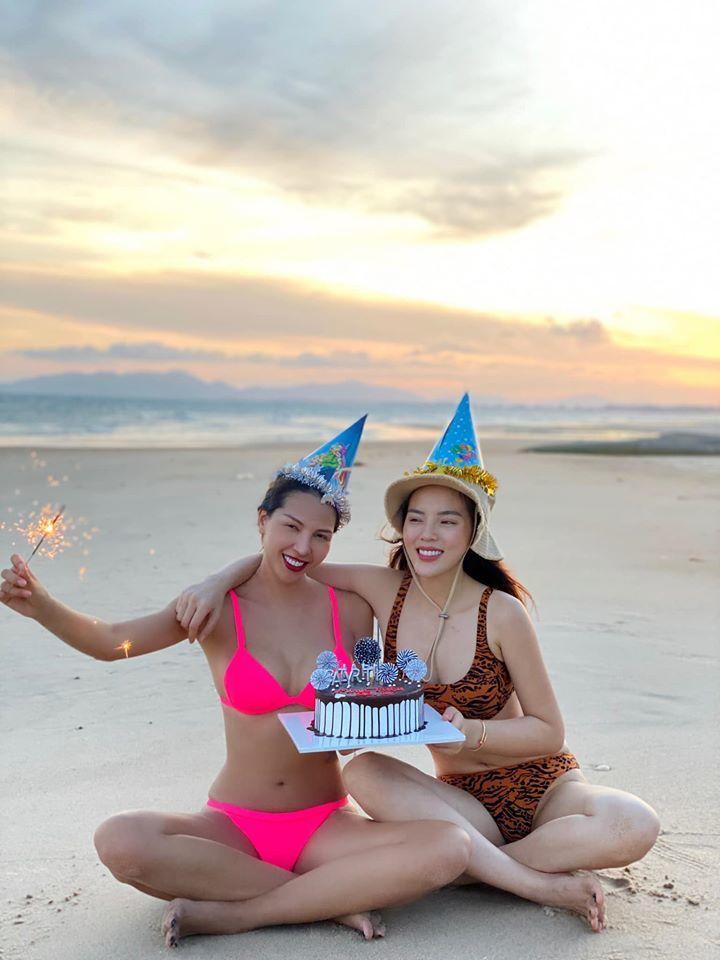 Kỳ Duyên, Minh Triệu mặc bikini đón sinh nhật trên bãi biển